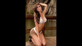 Larissa Bertucci In Posa In Bikini Bianco