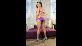 Annalisa Rose In Bikini Viola Di Spalle