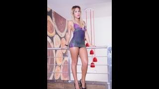 Ariella Shamless In Posa Con Un Abitino Viola