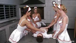 Orgia di infermiere trans bellissime...