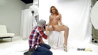 Bella e irresistibile!Top trans in servizio fotografico hot!