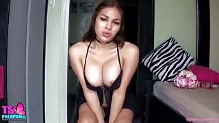 TS Filipina in webcam..