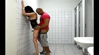 Sesso in bagni pubblici!Video amatoriale trans..