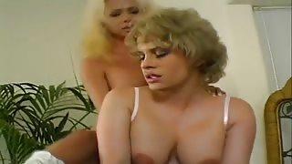 Video porno vintage!trans Gia Darling si scopa una donna matura affamata di cazzo!