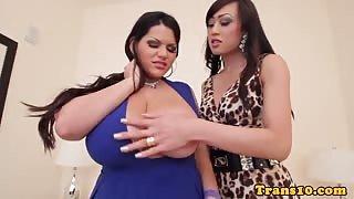 Angelina Castro si fa scopare da una transessuale...