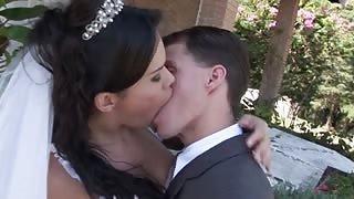 Trans sposa Labelly Sandorran scopata al ricevimento di nozze.