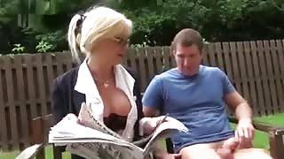 Trans matura Joanna Jet si fa fottere al parco!