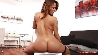 Nicolly Nogueira super sexy in solitaria