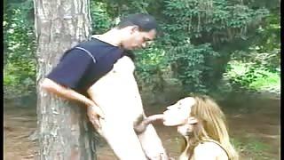 Video trans amatoriale con Karen Zaneth scopata nel bosco!
